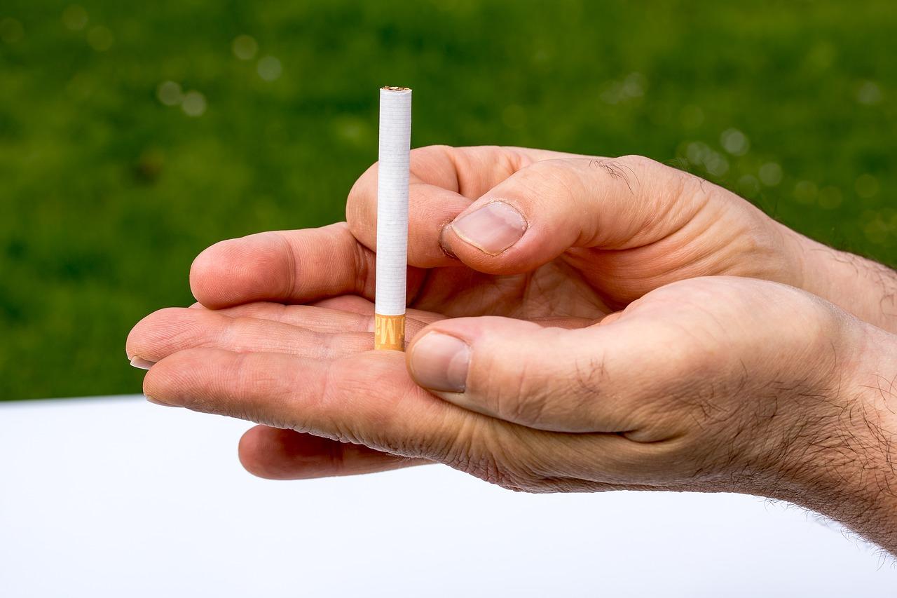 cigarette-2383191_1280
